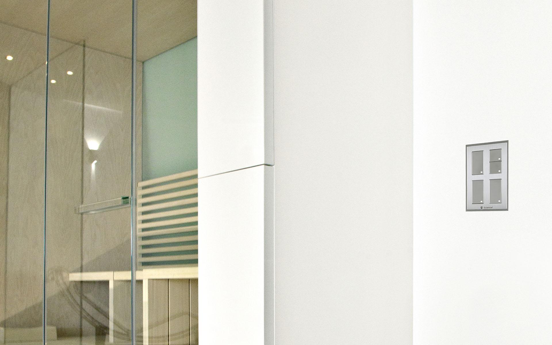 Smoothline-Serie-elettrica-civile-filo-muro-per-impianti-domotici-1